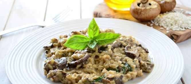 risotto met cantharellen en kastanje champignons recept. Black Bedroom Furniture Sets. Home Design Ideas