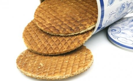 how to eat a stroopwafel