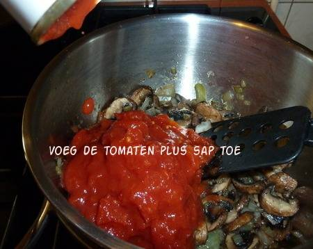 Kabeljauw (of victoriabaars) in pittige tomatensaus