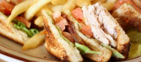 Zomers terras clubsandwich