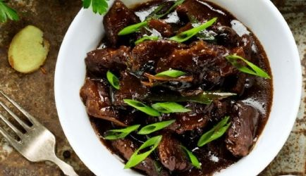 Mongools stoofvlees in slowcooker of braadpan