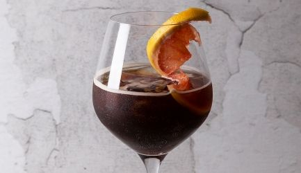Koffiecocktail met tonic